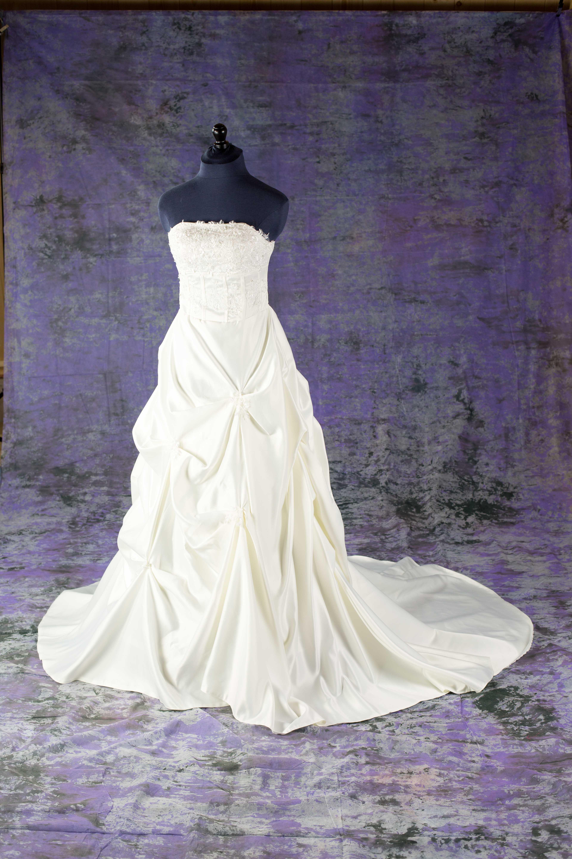 Bruidsjurken Utrecht.Bruidsmode Jolanda Shop Voor Bruidsmode En Accessoires